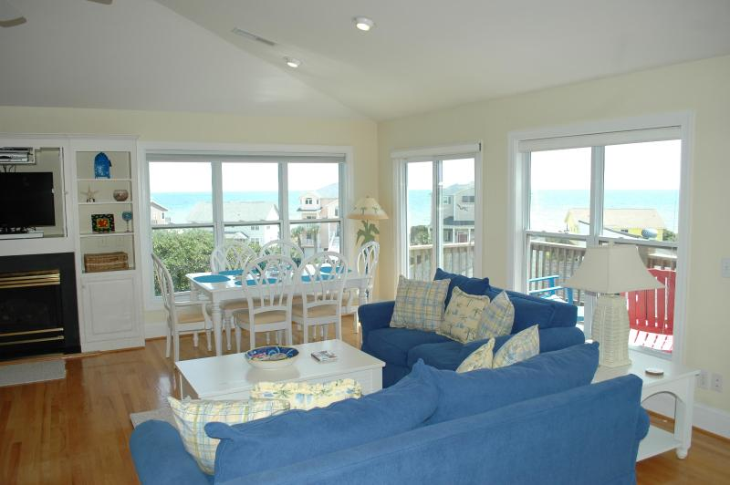 Top Floor Living Room and Great Ocean Views - PERFECT MOMENTS Oceanview cottage, pool&elevator - Emerald Isle - rentals