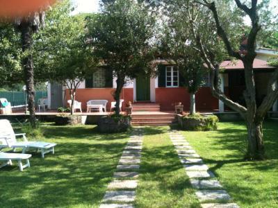 entrance and garden - Villa Adele: green area near the sea 1h from Rome! - Lavinio Lido di Enea - rentals