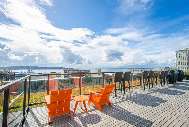 Stunning Rooftop Deck with beautiful views - BBQ - Live like a Seattle Local - Walk to Pike Place! - Seattle - rentals