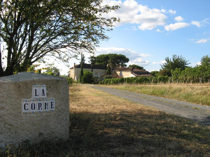 Welcome to Chateau la Corne - A piece of paradise in the vineyards - Le Pian-sur-Garonne - rentals