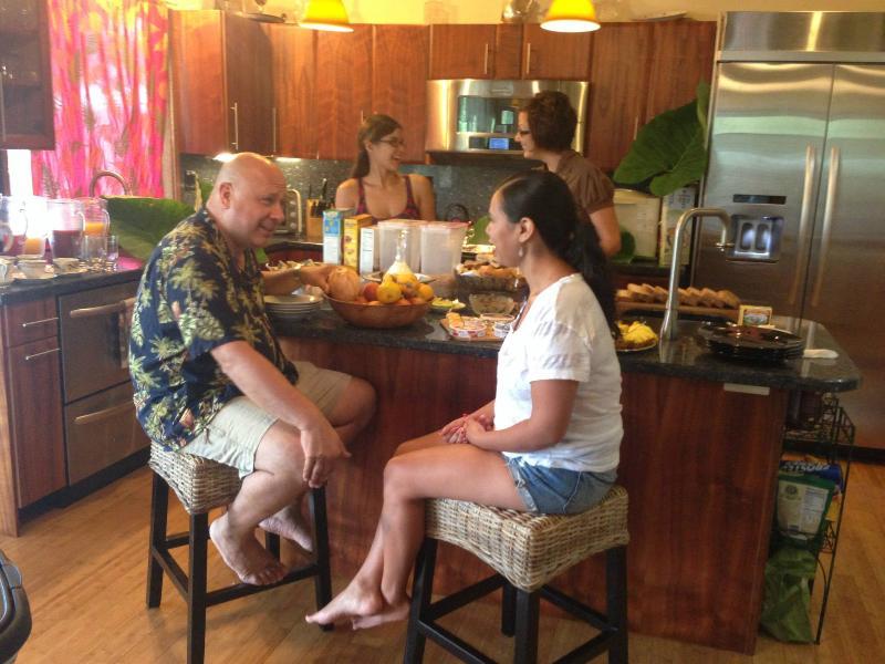 The *real* Gathering Room-- where the food is! - Hale Lamalama Ka'ili -  Radiant Spirit of Health - Hilo - rentals