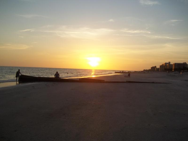 beautiful sunset - Gulf Gardens Resort Unit 7 - Madeira Beach - rentals