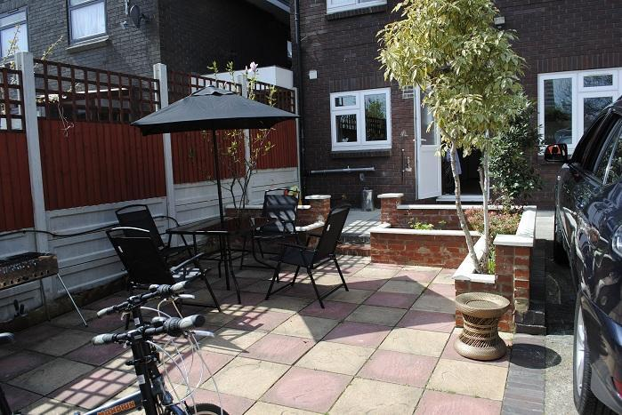 LOVELY Holiday Home with Terrace - Image 1 - London - rentals