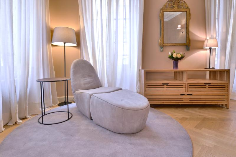Beautiful apartment Place des Quiconces - Image 1 - Bordeaux - rentals