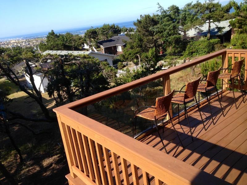 Southwest facing, wind-proptected deck - !!!Custom Designed, NEW house with POOL access!!! - Waldport - rentals