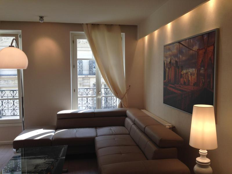 Sofa that turns into double bed - Luxury 2 Bedroom Apartment by Arc de Triumph in Paris - Paris - rentals