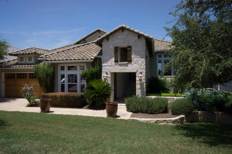 Beautiful curb appeal - Austin Hill Country Resort Living - Austin - rentals