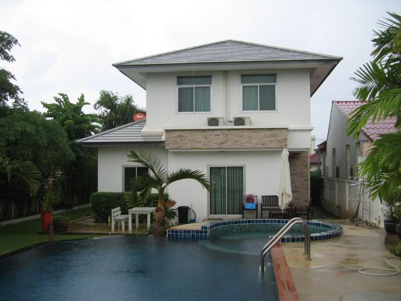 Beautiful pool house in HuaHin, Thailand - Image 1 - Hua Hin - rentals