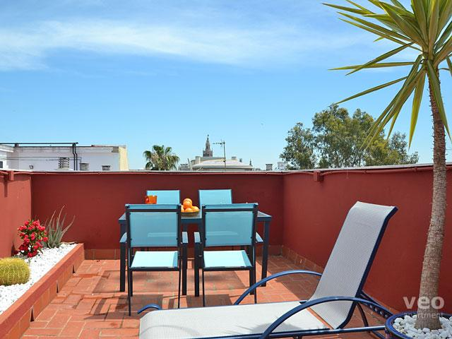 The private terrace is accessed via the communal stairs and roof-terrace. - Triana Terrace | One-bedroom with roof-terrace - Seville - rentals