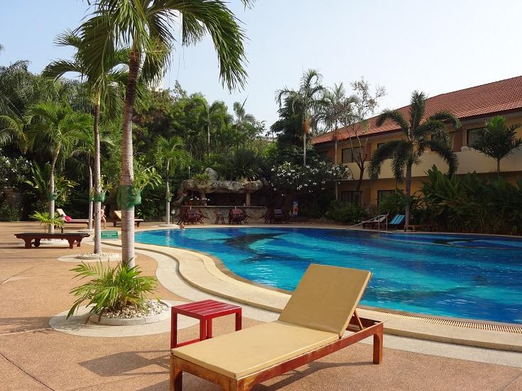 Large pool with sunbeds - 1-Bed Condo at Jomtien, close to beach and Pattaya - Pattaya - rentals