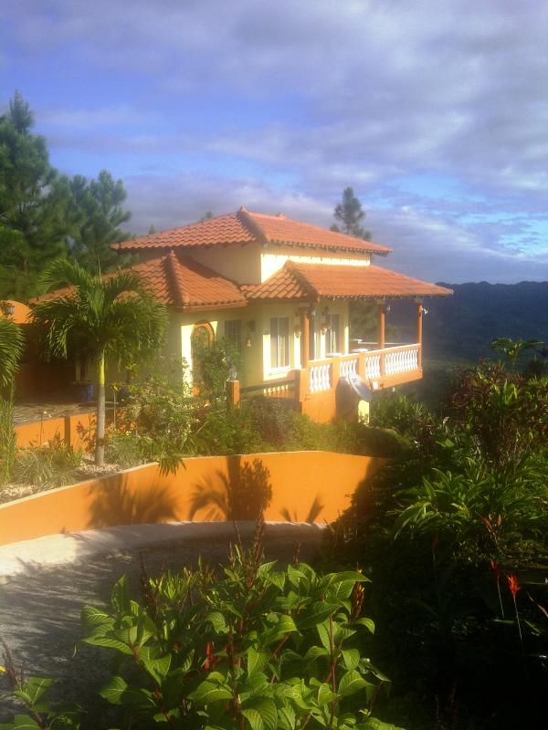 Villa Bowes on the crest of the mountain - SPECTACULAR OCEAN AND MOUNTAIN VIEWS - Sora - rentals