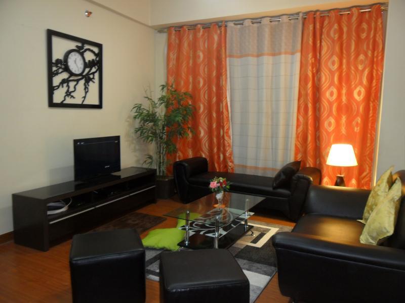 Living Area - Vacation rental condo unit in Eastwood City - Quezon City - rentals