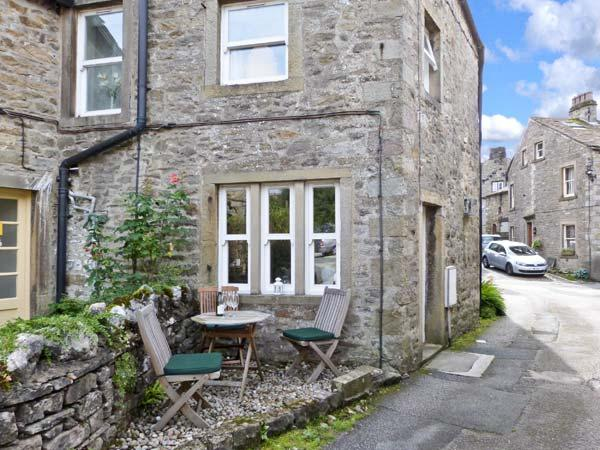 1 BROWN FOLD, stone-built terraced cottage, pet friendly, WiFi, woodburner - Image 1 - Grassington - rentals