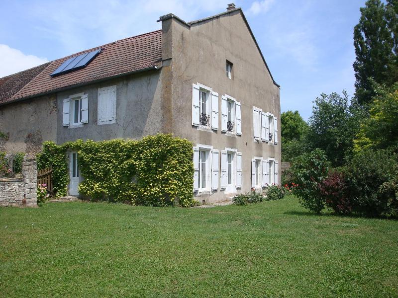 Maison de caractère de 135m2  donnant sur un vaste jardin arboré - Image 1 - Tournus - rentals