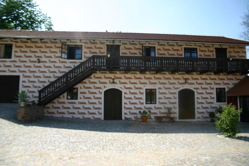 Courtyard - Rural Central Bohemia - Cesky Krumlov - rentals