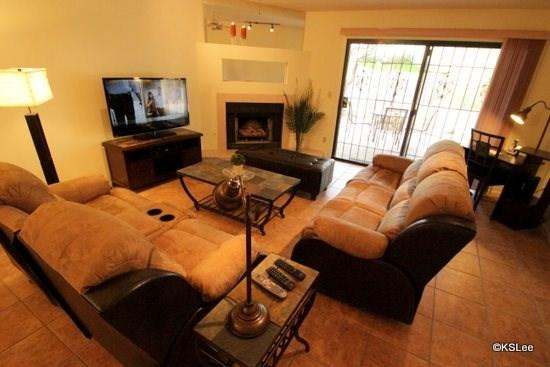 Living room with large flat screen TV and fireplace - Two Bedroom Two Bathroom Town Home with a Garage at Sunset Ridge Near Oracle and Orange Grove - Tucson - rentals