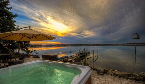 Wise Owl Landing overlooking Cayuga Lake - Cayuga Wine Trail Lakefront Home Hot Tub Sleep 10 - Cayuga Lake - rentals