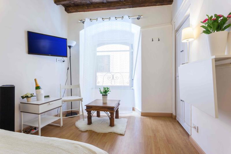 Giubbonari Exclusive Location X 6 - Image 1 - Rome - rentals