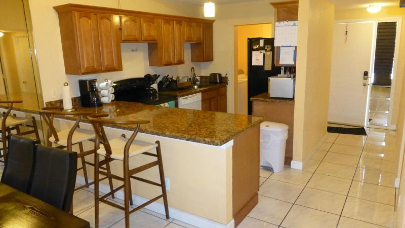Kitchen / Hallway / Front door - Miami/Fort Lauderdale County Line 8mi to beach - Miramar - rentals