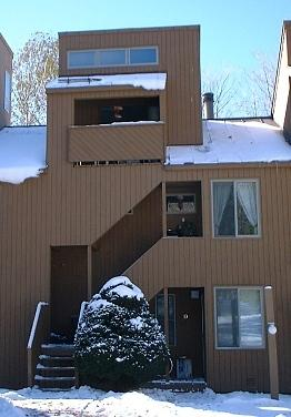 Condo is a seconf floor unit. Halfway up the trees with mountain view - Sugarbush Ski Vacation Condo with Mountain Views - Fayston - rentals