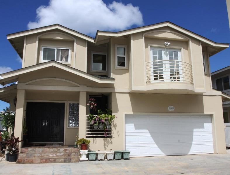 Front View - 2 Br. - 5 Mins. To Waikiki Beach - Honolulu - rentals