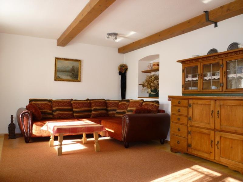 Living Room (1) - Vacation Apartment in Oberammergau - 818 sqft, for familys, central and quiet with backyard and playground… - Oberammergau - rentals