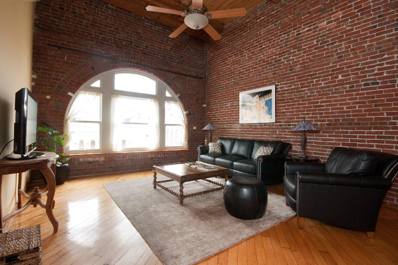 Penthouse in Historic District Close to Convention - Image 1 - Philadelphia - rentals
