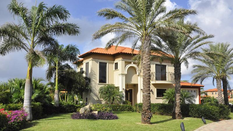 Gold Coast Luxury  4 bedroom Villa - Image 1 - Malmok Beach - rentals