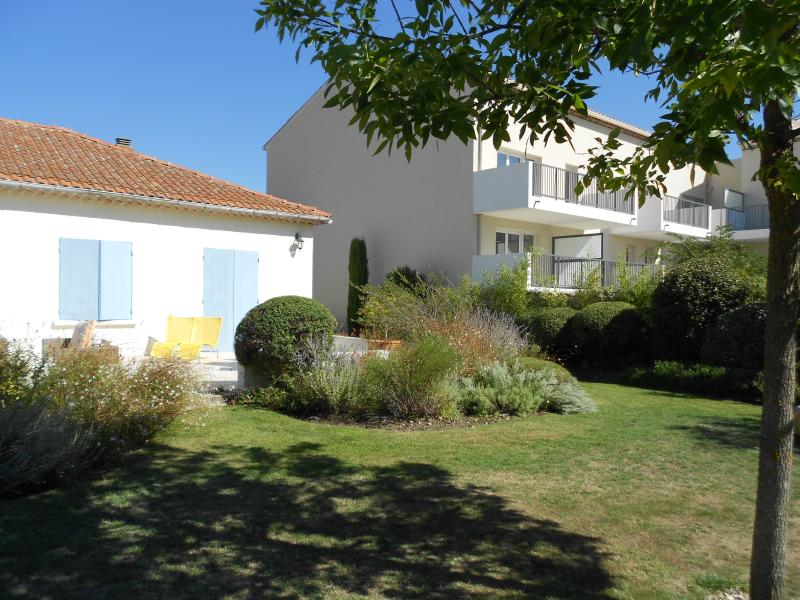 Small Provencal Villa with Pool in St Remy - Nostradamus - Image 1 - Saint-Remy-de-Provence - rentals