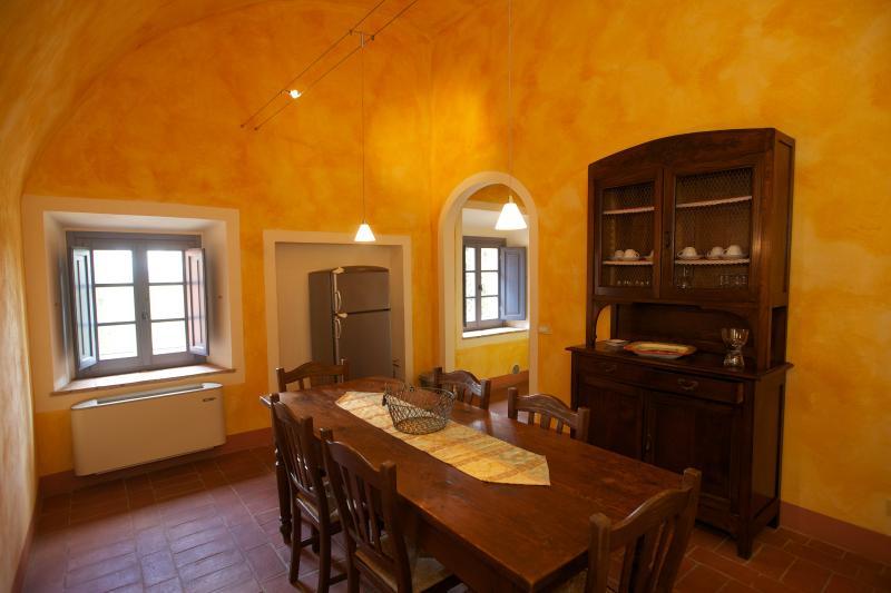 Pleasant Tuscan Apartment on Large Hillside Estate - Il Cortile del Borgo 11 - Image 1 - San Gimignano - rentals
