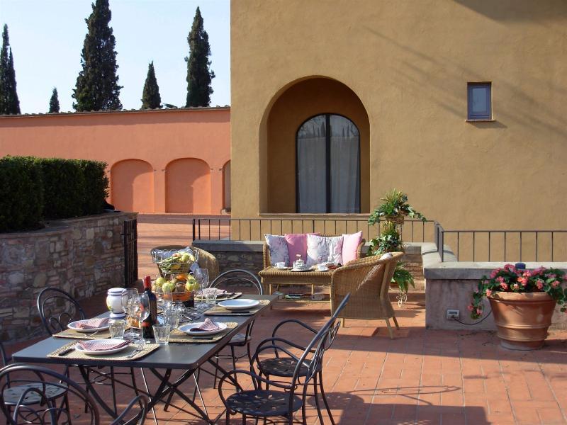Apartment Rental in Tuscany, San Gimignano - Il Cortile del Borgo 8 - Image 1 - San Gimignano - rentals