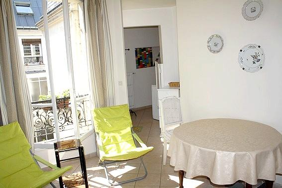 Bright living room - Perfect Paris 1BR, close to Ternes JB-Dumas #1241 - Paris - rentals