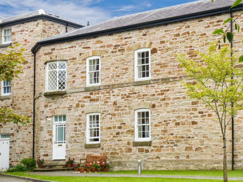 ORIEL COTTAGE Grade II listed, family-friendly, good touring base in Bodmin Ref 23723 - Image 1 - Bodmin - rentals