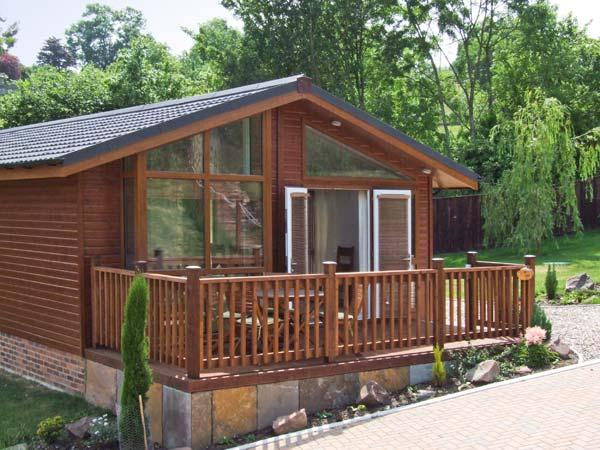 OAK LODGE ground floor, luxury lodge, private terrace in Newent Ref 27868 - Image 1 - Newent - rentals