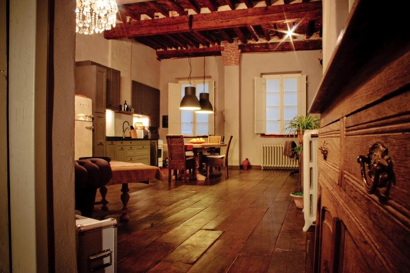 1 Bedroom Apartment in Lucca Center, Italy - Image 1 - Lucca - rentals