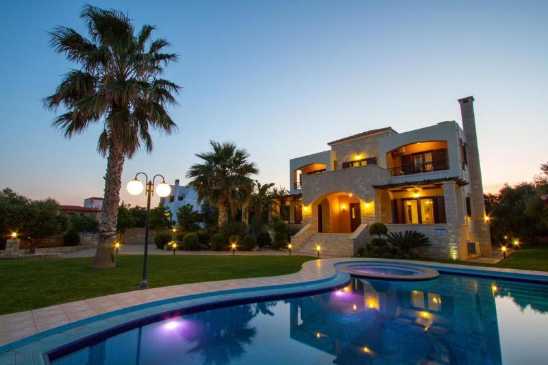 exterior view from pool - Villa Maria, Darmarochori - Chania - rentals