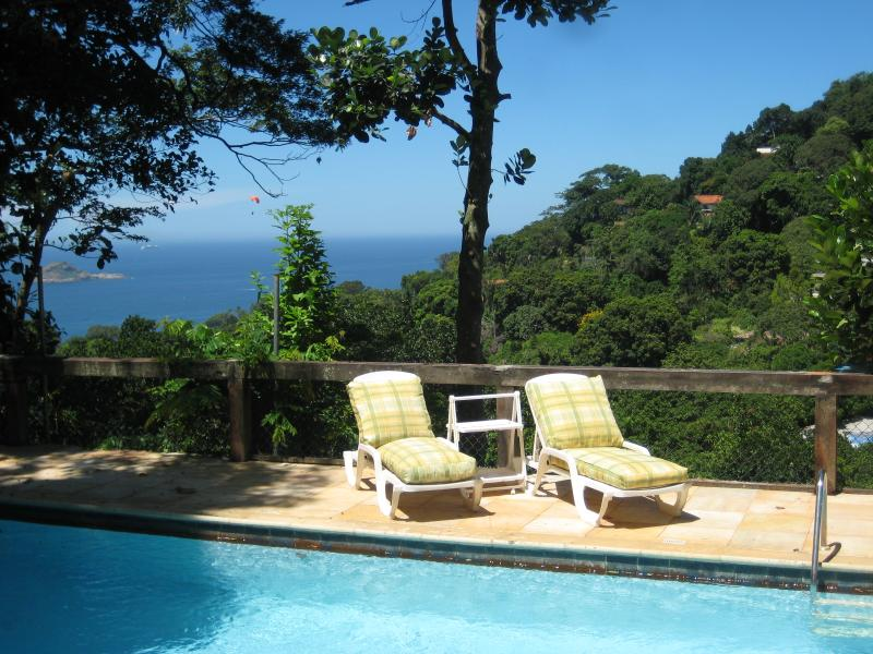 The sea on the background of the pool - Studio in a house with pool near the beach - Rio de Janeiro - rentals