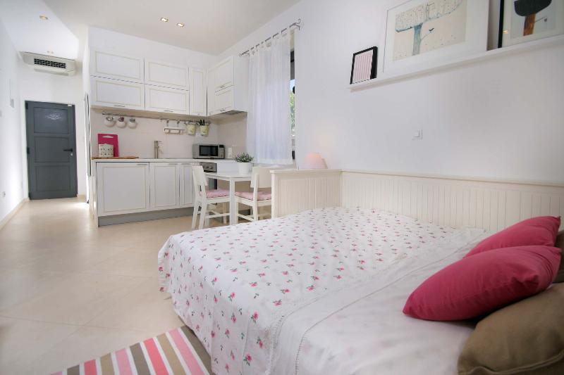 Apartment interior - 4 star studio apartment - Kastel Stari - rentals