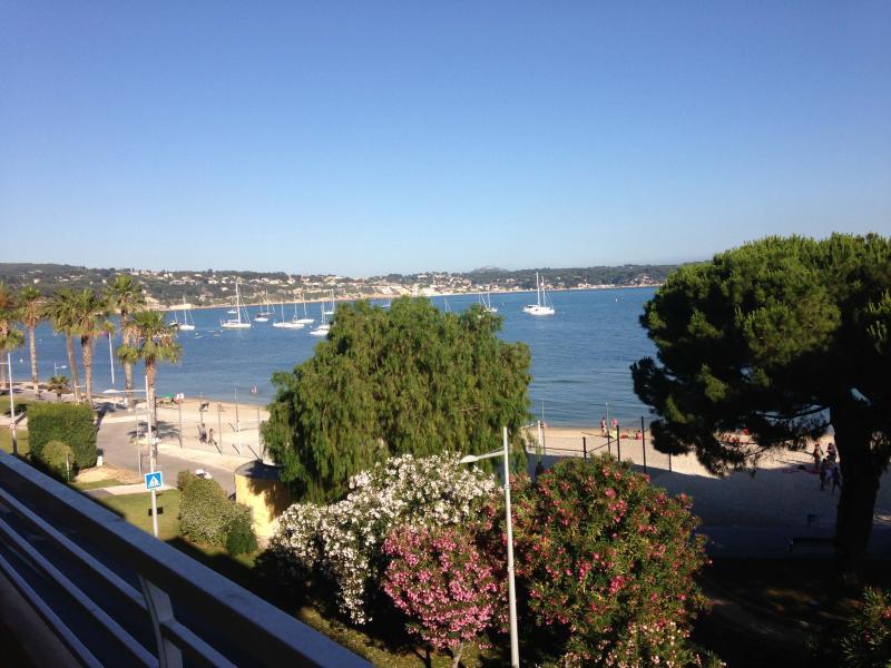 """seafront from the terrace - 3 Pièces Bandolplages,  """"les pieds dans l'eau"""" - Bandol - rentals"""