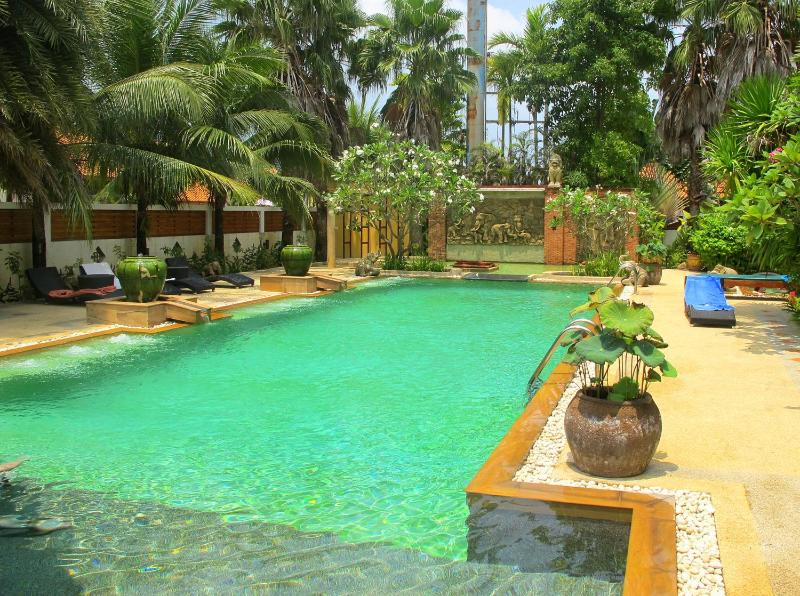 A huge swimming pool in the club house - Amazing villa 3 bdrm shared pool Kamala Nathong 1 - Kamala - rentals
