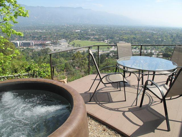 Deck with hot tub overlooking Rose Bowl - Urban oasis, spectacular mountain, city views - Pasadena - rentals