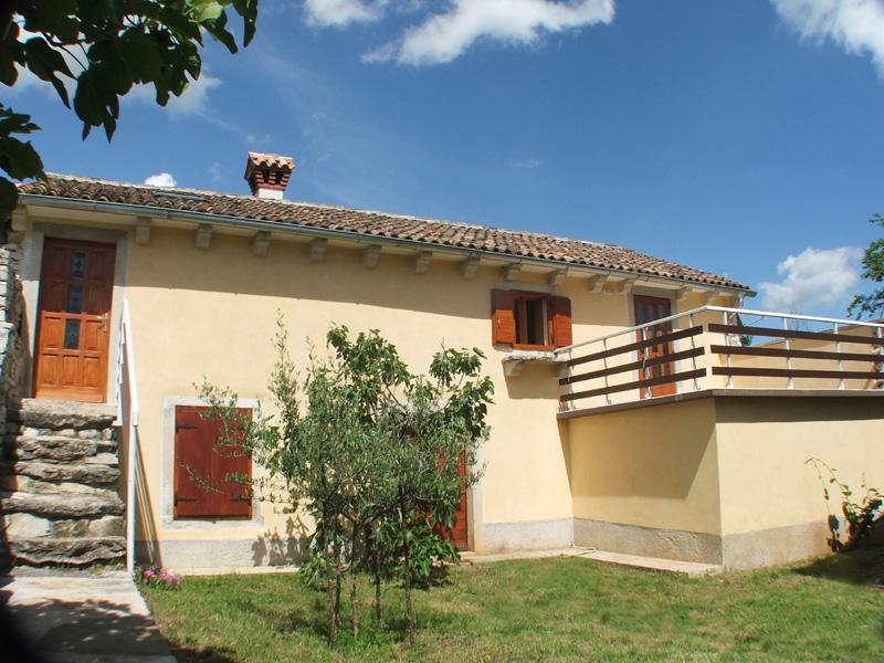 Apartment on Holiday Farmhouse with swimming pool, peaceful location, 18 Km to the beach, sleeps 2 -3 - Image 1 - Nedescina - rentals
