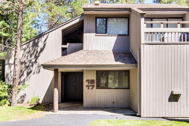 Dog-friendly home w/ SHARC passes - shared pools, hot tub, sports courts - Image 1 - Sunriver - rentals