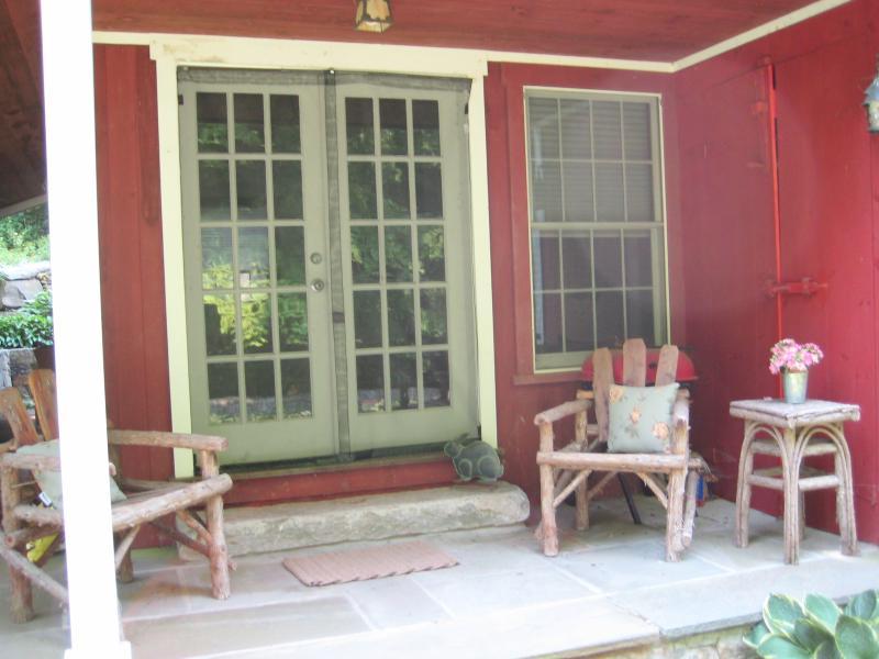 Welcome to Little Wheel - Romantic Designer Cottage on Riverdance Mill Estate - New Preston - rentals