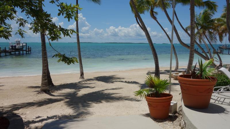 Beautiful white sandy beach - 'SANDY BEACH' Key Largo,Fl. Luxury Vacation Rental - Key Largo - rentals