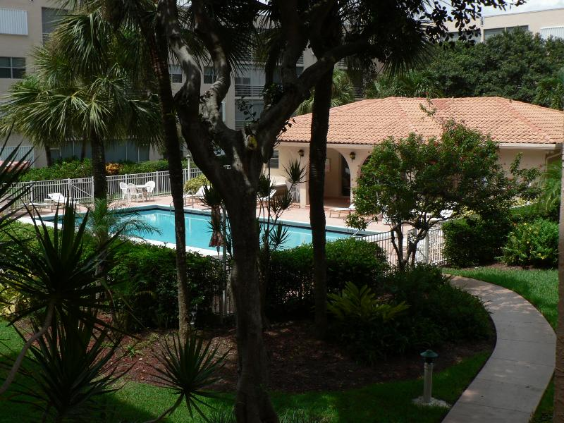 Beautiful courtyard with manucured grounds - Spectacular 5 STAR Condo on the beach near Fort Lauderdale!!! - Pompano Beach - rentals