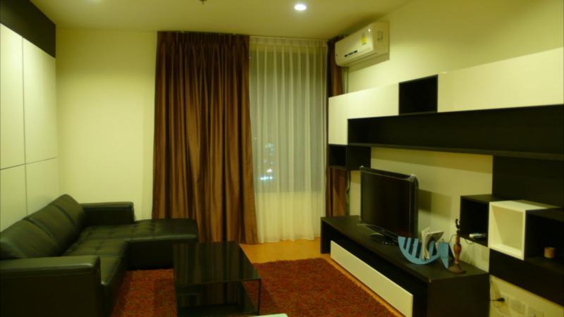 living room - 1 bedroom suite 60 sqm central of BKK 200m.to BTS - Bangkok - rentals