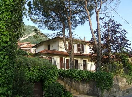 Villa Olivia, a detached property.  The holiday apartment is on the ground floor. - Spacious apartment in villa with lovely  garden - Lierna - rentals