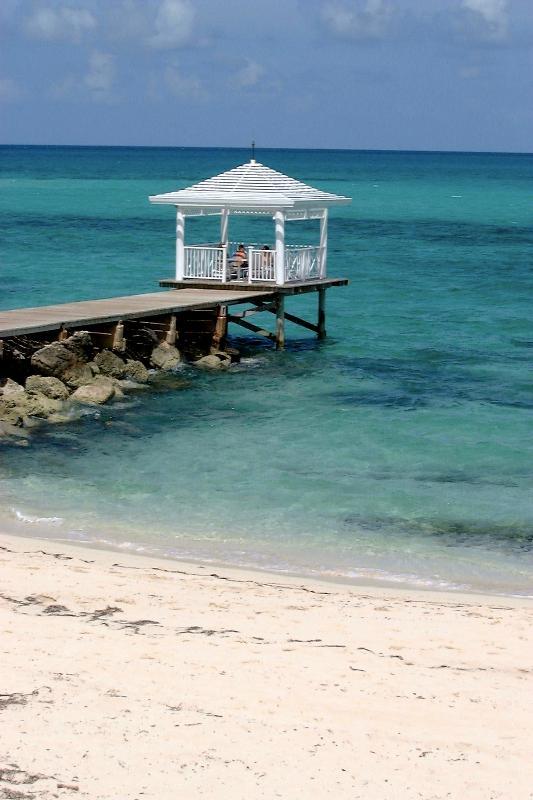 Ocean Gazbo - Ocean View Condo With A 2 min Walk To The Beach - Nassau - rentals
