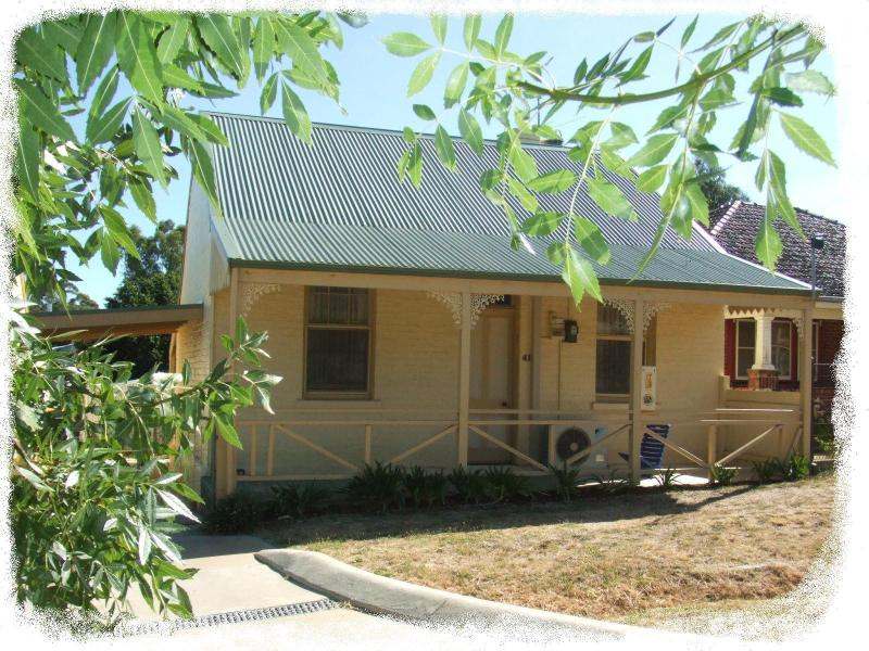 Welcome to our lovely period cottage. - Ambrose Cottage - Self contained - Castlemaine - rentals